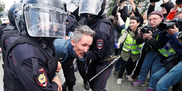 שבת שלישית של מהומות: 600 עצורים במוסקבה