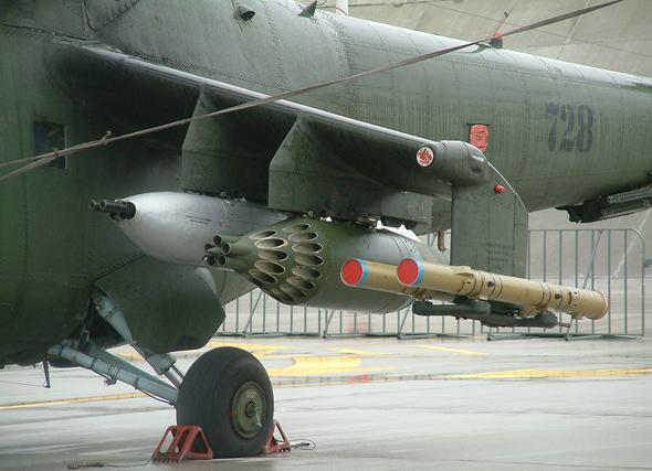 """מארז תותחי 30 מ""""מ, רקטות, וטילים. ה-MI24 הוא המסוק עם החימוש הכי כבד בעולם"""