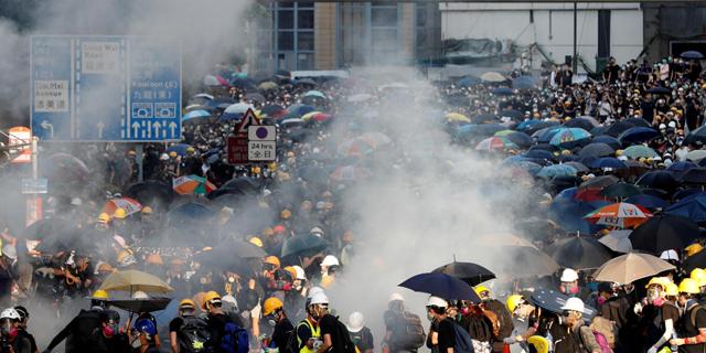 הונג קונג: המחאות פגעו בכלכלה - המיתון צפוי להימשך