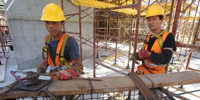 הממשלה אישרה הארכת אשרת השהייה של 1,700 עובדי בניין סינים