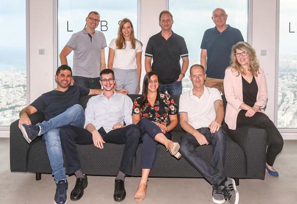 Convizit's team vith Calcalist's publisher Yoel Esteron. Photo: Nimrod Glickman