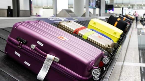מזוודות במסוע