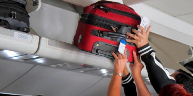 """הבחירה הקשה - מה לקחת לטיסה לחו""""ל, טרולי או מזוודה?"""