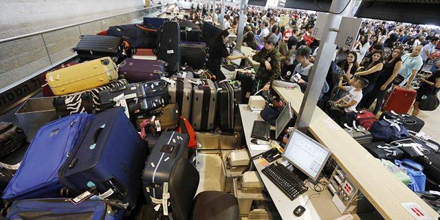 """טסים בלי מזוודות: שיבושים בנתב""""ג בשל תקלה"""