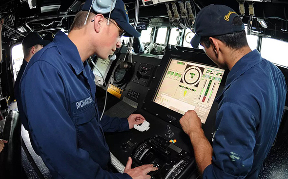 מסכי מגע על גשר הפיקוד של משחתת אמריקאית, צילום: US Navy