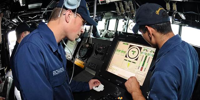 """צי ארה""""ב מוותר על מסכי המגע בספינות בגלל תאונה קטלנית"""