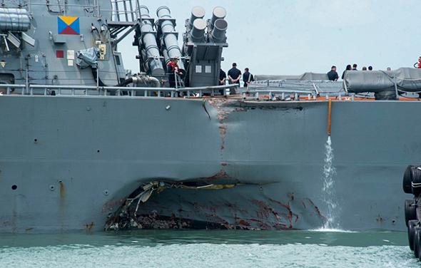 הפגיעה בספינה לאחר ההתנגשות, צילום: US Navy
