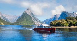 פוטו מקומות שמומלץ לתייר עם סירה ניו זילנד  Milford Sound, צילום: שאטרסטוק