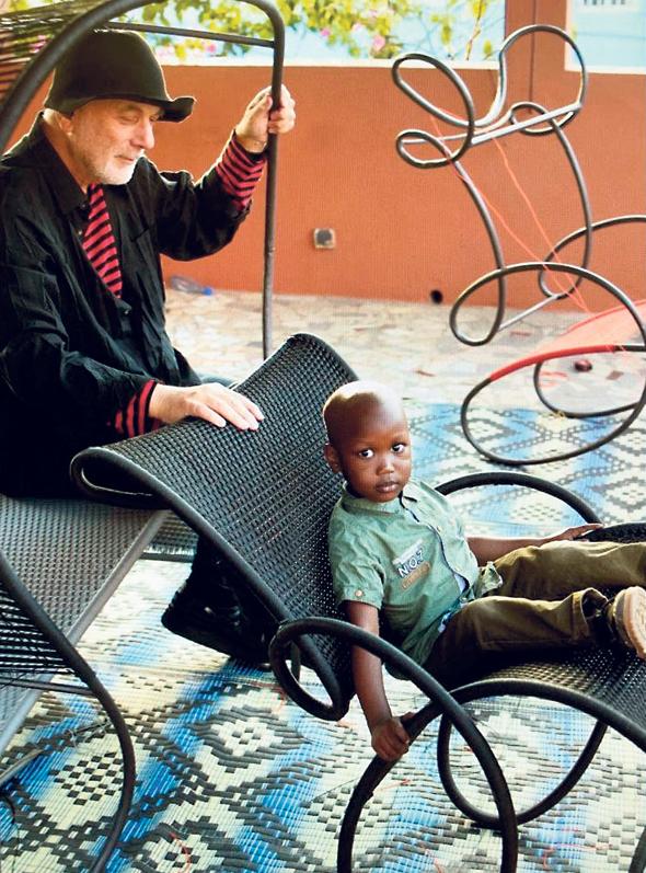 פנאי רון ארד מעצב מהמסע באפריקה, צילום: Joel Matthias Henry
