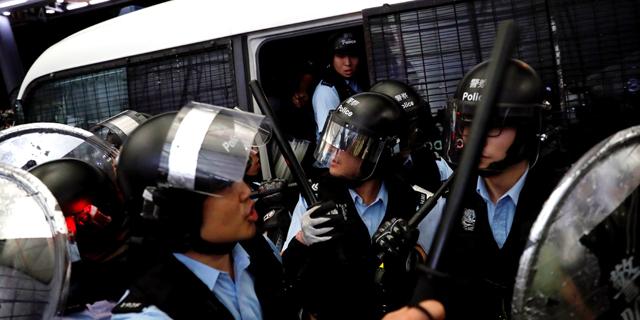 עימותים עם המשטרה בהפגנה בהונג קונג, צילום: רויטרס