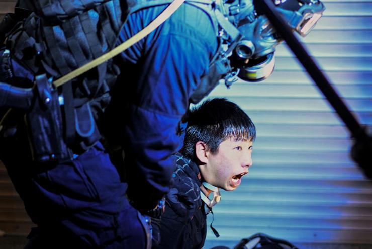 מעצר בהפגנה מחוץ לתחנת משטרה