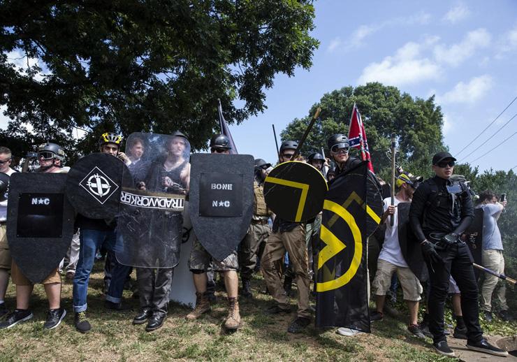 משתתפים בעצרת הימין בשרלוטסוויל, וירג'יניה, לפני שנתיים. האירוע העלה את התופעה למודעות, כשאחד ממשתתפיו ביצע פיגוע דריסה בהפגנת הנגד