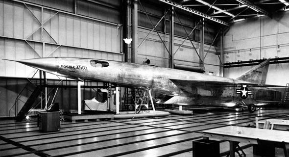 מוק-אפ בגודל מלא של המטוס שנבנה ב-1953