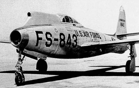 F84 עם פריסקופ. הטייסים דיווחו שזה קצת מוזר, אבל עובד