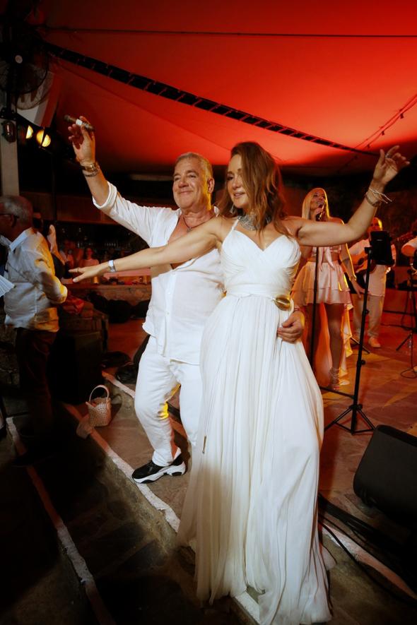 עידן עופר ו בתיה עופר חוגגים את חתונת העשור שלהם ב יוון, צילום: ערן בארי
