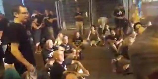 """המשטרה עצרה מפגינים שמחו נגד מנדלבליט בפתח תקווה; אהוד ברק: """"נדרשת בדיקה יסודית"""""""