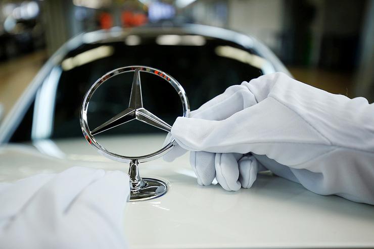 מפעל מרצדס בגרמניה, יצרניות הרכב נפגעות מהמשבר