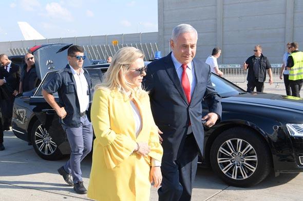 """ראש הממשלה בנימין נתניהו ורעייתו שרה נתניהו לפני ההמראה לאוקראינה, צילום: עמוס בן גרשום, לע""""מ"""