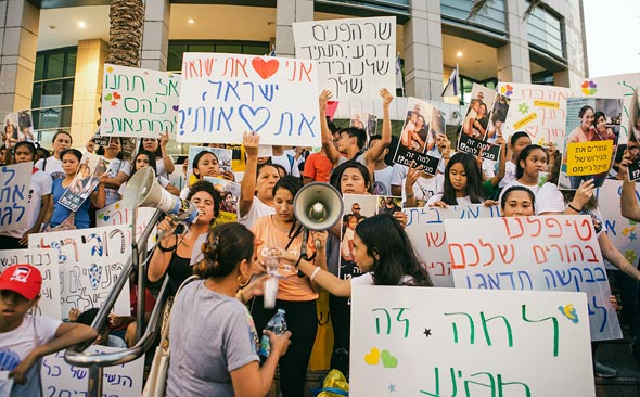 Protesting the deportation of migrant workers and their children from Israel. Photo: Tommy Harpaz