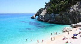 חוף סרדיניה חול לבן , צילום: blualghero-sardinia.com