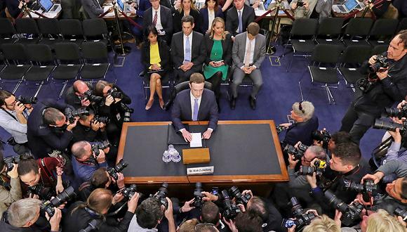 מארק צוקרברג מעיד בפני ועדת המשנה של הסנאט באפריל אשתקד, צילום: איי פי
