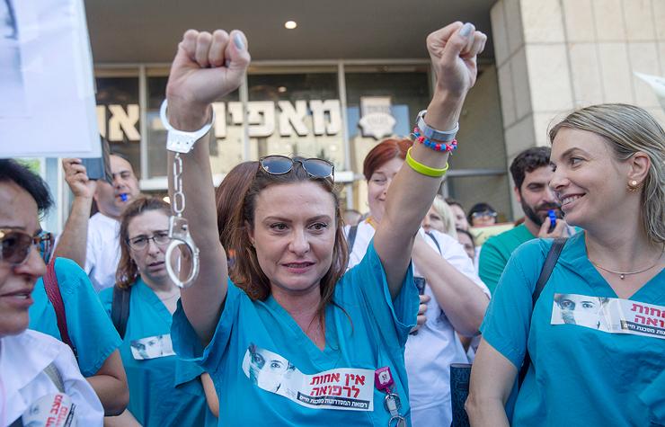 """הפגנת האחיות מול משרד הבריאות, בחודש שעבר. בגלל האקרדיטציה, אומרת כהן, """"לוקחים את האחות ומקדישים יותר מ־30% מזמנה למילוי טפסים"""""""