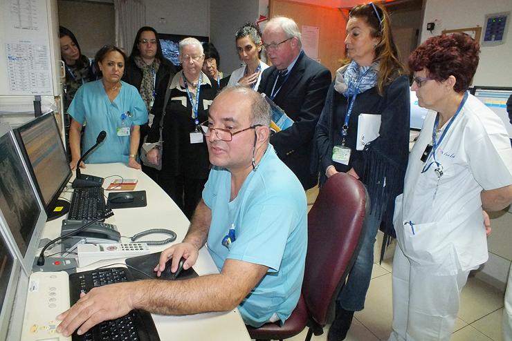 """בקרי JCI בבית החולים כרמל, 2017. """"ישראל לא יכולה לקבוע לעצמה את הסטנדרטים"""", מסביר פרופ' אפק. """"כמו שלא תכניס תרופות שלא עברו אישור FDA"""""""