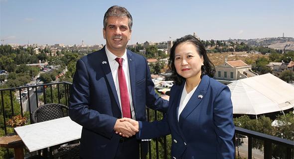 שר הכלכלה אלי כהן ושרת המסחר הדרום קוריאנית יו מיונג הי