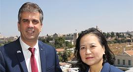 """שר הכלכלה אלי כהן ושרת המסחר הדרום קוריאנית יו מיונג הי. חתמו על העקרונות, צילום: יוסי זמיר, לע""""מ"""
