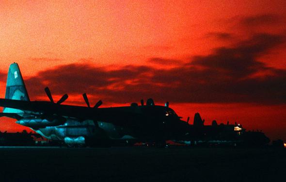 ליין מטוסי הרקולס, צילום: USAF