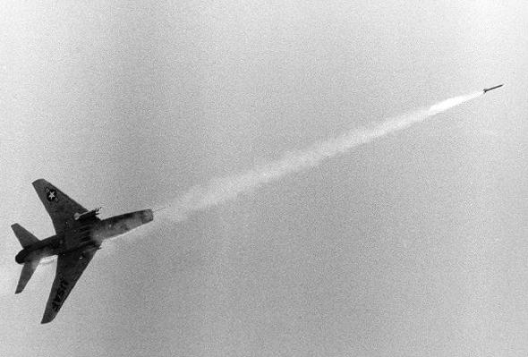 F100 משגר טיל אוויר אוויר, צילום: USAF