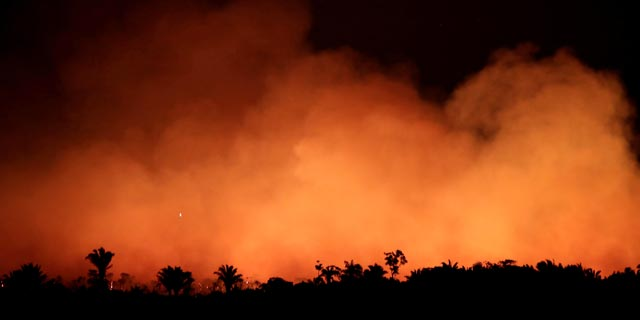 נשיא ברזיל משנה כיוון ושולח את הצבא לכבות את השריפות באמזונס