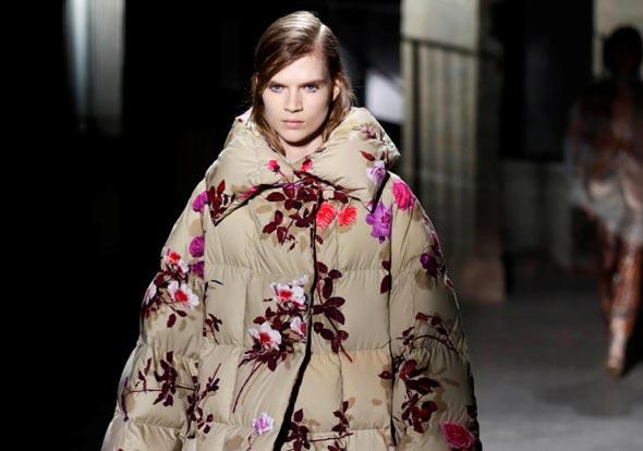 """מעיל בעיצוב ואן נוטן. """"לא רציתי פרחים מתוקים"""""""