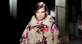 """מעיל בעיצוב ואן נוטן. """"לא רציתי פרחים מתוקים"""", צילום: איי אף פי"""
