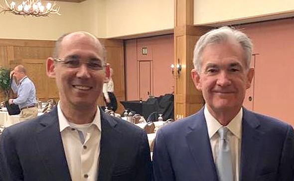 """יו""""ר הפדרל ריזרב ג'רום פאוול ונגיד בנק ישראל אמיר ירון בכנס בג'קסון הול"""