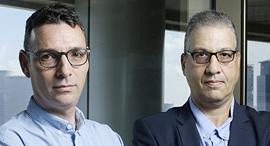 """מימין עו""""ד דני כביר ועו""""ד ערן פרזנטי ממשרד פירון, צילום: עמית שעל"""