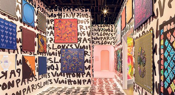 בית האופנה לואי ויטון מציג בימים אלה בבוורלי הילס, קליפורניה את התערוכה Louis Vuitton X,
