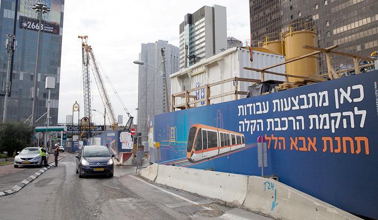 """כבישים חסומים בתל אביב. """"אנשים שינו הרגלים ונמנעה קטסטרופה"""""""