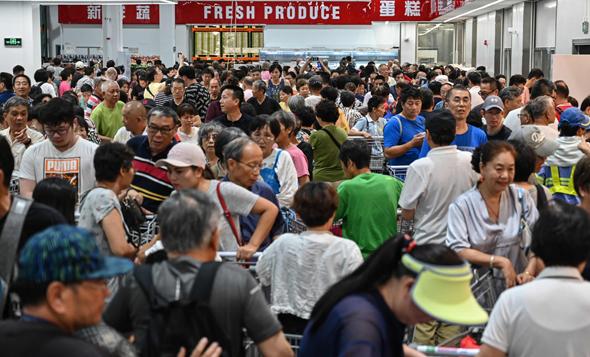 לקוחות סינים מתנפלים על סניף קוסטקו שנפתח במדינה