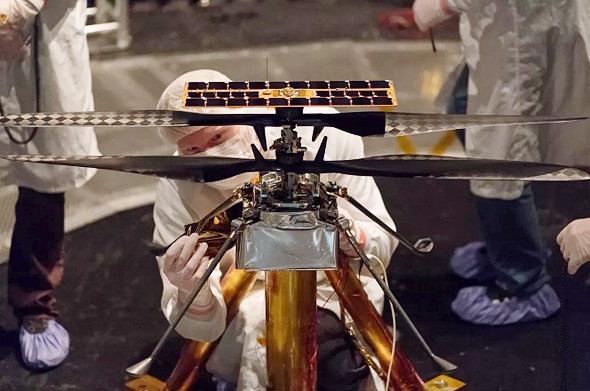 """הרובוט המעופף נבחן במעבדה של נאס""""א, צילום: NASA"""