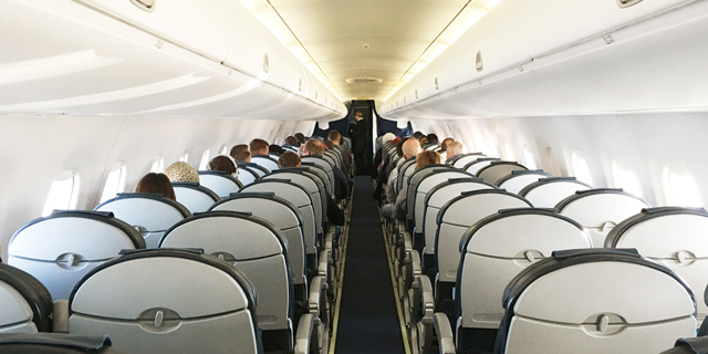 למה טיסות לא מוזלות ברגע האחרון, גם כשהמטוס חצי ריק?