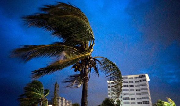 """רוחות בעוצמה של 275 קמ""""ש. סופת ההוריקן דוריאן , צילום: AP"""