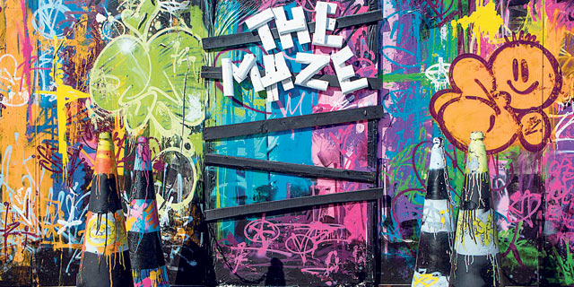 האיש שבקיר: אמן הגרפיטי שמכניס את חספוס הרחוב לחלל של מלון מהודר