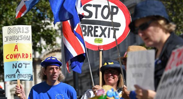 מתנגדי ה ברקזיט מפגינים מחוץ למשרד הקבינט ב ווייטהול לונדון 2.9.19, צילום: איי אף פי