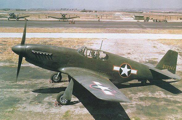 מטוס P51 מוסטנג מוקדם, בצביעה מבצעית, צילום: USAF