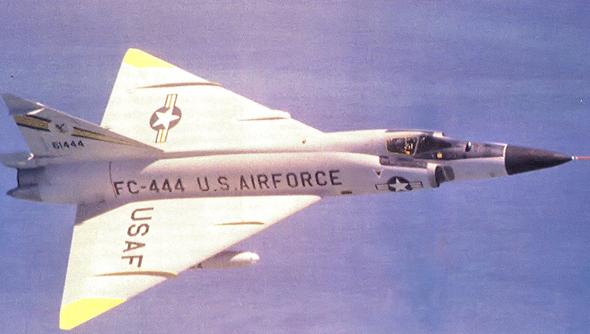 מטוס F102, בצביעה טיפוסית לאמצע שנות החמישים, צילום: USAF