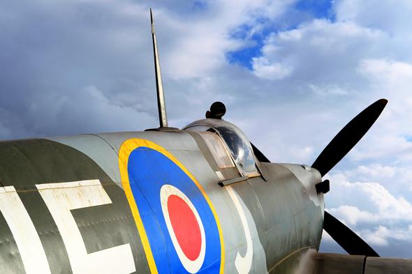 רונדל בריטי על צידו של מטוס ספיטפייר, צילום: שאטרסטוק