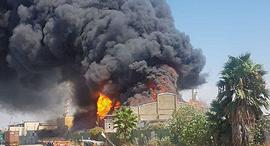 שריפה דליקה אש ב מחסן שמן חיפה 1, צילום: דוברות כבאות והצלה מחוז חוף