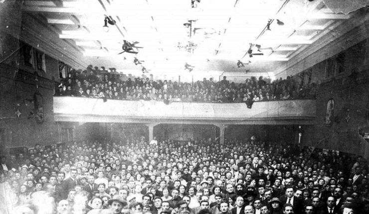 """הועידה השנייה של הסתדרות העובדים בא""""י 1923 בקולנוע עדן"""