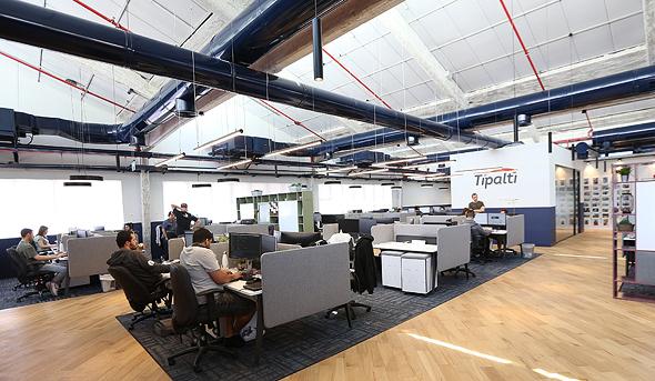 משרדי Tipalti, ככל שהחברה גדלה, הצורך לחזק את התקשורת בין הצוותים גדלה גם כן, צילום: דימה קרמניצקי